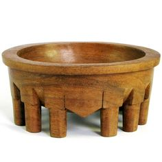 In the late 1920s a modern style of bowl was introduced. This style featured a change from cylindrical legs to flat, wide legs following the circumferenctial curve of the bowl. These legs were various