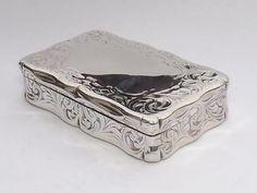 SPLENDID-ANTIQUE-VICTORIAN-SOLID-STERLING-SILVER-SNUFF-BOX-BIRMINGHAM-1852