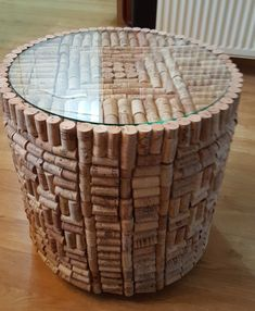 Draw attention the flask of wine, but save your corks to create these fun wine cork handicrafts. Wine Craft, Wine Cork Crafts, Wine Corker, Wine Cork Projects, Cork Art, Diy Home Crafts, Diy Stuffed Animals, Decoration, Cork Ideas