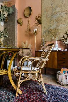 Vintage Appeal in A Botanical Stylist's Berlin Apartment – Design*Sponge Restaurant Design Vintage, Vintage Design, Style Vintage, Decor Vintage, Berlin Apartment, Apartment Interior, Apartment Design, Interior Design Themes, Interior Design Kitchen