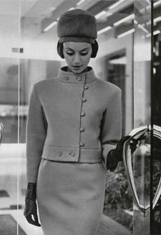 Christian Dior, The colours may change but the cut is classic. Christian Dior, The colou Christian Dior Vintage, Vintage Dior, Moda Vintage, Vintage Mode, Vintage Couture, Vintage Glamour, Vintage Beauty, Vintage Hats, 1960s Fashion