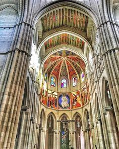 Suempre hacia arriba!!! Catedral de la Almudena Madrid #nature #photography