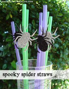 Grab a packet of sparkly spider confetti, some bendy straws and glue dots to make these festive spooky spider straws . perfect for your Halloween drinks! Halloween Drinks, Halloween Home Decor, Halloween Birthday, Outdoor Halloween, Halloween Projects, Holidays Halloween, Spooky Halloween, Halloween Decorations, Halloween Ideas
