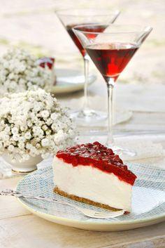 Ribizlis- fehércsokis sajttorta Zabpelyhes keksz alapon jelentős vastagságú (kb. négyujjnyi) fehércsokoládés krém, rajta főzött ribizli réteg. Az édes és a savanykás íz páratlanul harmonizál ebben a tortában. Kevés hozzáadott cukorral készül. Igazán csábító, szemet gyönyörködtető látvány!  Budapest Neked Cake