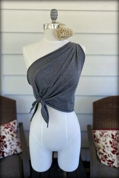 One shoulder tops are always so flattering, the line draws your eye up to the face and accents the collar bone. I love one shoul. Diy Cut Shirts, T Shirt Diy, Cutting Shirts, Strapless Prom Dresses, Chiffon Dresses, Bridesmaid Gowns, Fall Dresses, Long Dresses, Formal Dresses