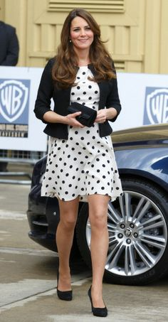 Pregnant Kate Middleton practices Harry Potter spells in Topshop's polka dots: The full look.