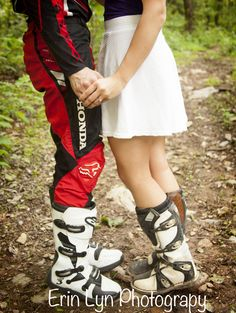 two ridders in love. dirt bike lovers, moto lovers. Dirt bike engagement photo. www.erinlynphotography.com