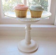 Aprende cómo hacer un exhibidor de pasteles con materiales comunes y en poco tiempo... una idea súper económica!