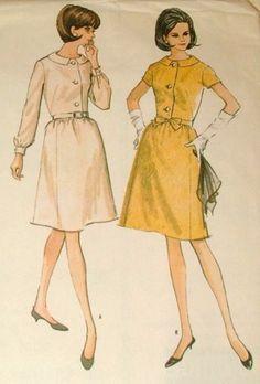 """McCalls 8077, 1960s Misses Shirtwaist Dress Pattern Bust 35""""."""