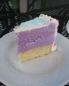Baking Outside the Box: Homemade Ice Cream Cake so want to try this. Seems so simple!