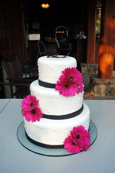 Again with gray instead of black hot pink daisy wedding cake by bluecakecompany on Flickr