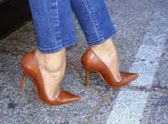 Brown Pumps and Sexy Toe Cleavage