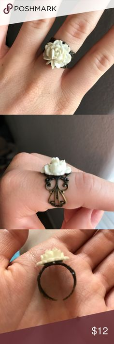 Flower Ring Super cute. This ring adjusts to any finger size. Has a vintage look. Jewelry Rings