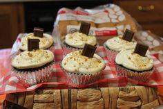 S'mores cupcakes at a camping party #smorescupcakes #campingparty