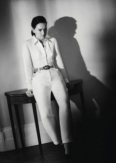 Daisy Ridley Lorde Album, Daisy Ridley Star Wars, Driving Miss Daisy, Star Wars Sequel Trilogy, Tree Woman, Standing Poses, Celebs, Celebrities, Woman Crush