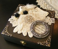 What a beautiful idea! Diy Arts And Crafts, Cute Crafts, Diy Craft Projects, Wedding Keepsake Boxes, Wedding Keepsakes, Love Wedding Themes, Mixed Media Boxes, Altered Cigar Boxes, Romantic Shabby Chic