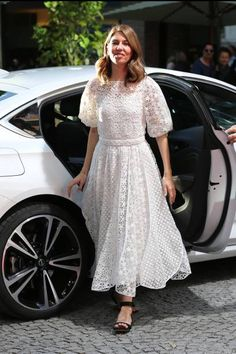 Director Sofia Coppola arrives to the premiere of the movie 'Die Verfuehrten' during the film festival Munich at Gasteig on June 26 2017 in Munich. Diva Fashion, Party Fashion, 90s Fashion, Sofia Coppola Style, Spring Summer Trends, Red Carpet Looks, White Outfits, Pakistani Dresses, Indian Wear