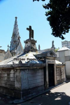 La Recoleta Cemetery - Buenos Aires, Argentina | FollowPanda.COM