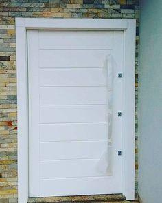Porta pivotante com pintura de laca P.U branco acetinado (Sayerlack) - Ecoville Portas Especiais