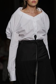 Alberto Zambelli at Milan Fashion Week Spring 2018 - Details Runway Photos Haute Couture Style, Couture Details, Fashion Details, Fashion Design, Runway Fashion, Paris Fashion, Fashion Outfits, Womens Fashion, Fall Fashion