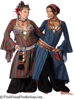 My Texas sisters, Urban Tribal in Ghawazee coats. Always love a good Ghawazee coat. Tribal Fusion, Tribal Mode, Tribal Costume, Larp, Tribal Belly Dance, Period Outfit, Belly Dance Costumes, Belly Dancers, Tango Dance