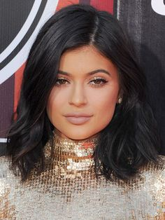 Celebrity Hair Changes - Kylie Jenner black shoulder-length cut | allure.com