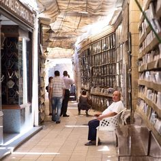 Quartiere Copto de Il Cairo #thisisegypt ancora uno scatto dall'Egitto terra affascinante e ricca di cultura. Le viuzze cittadine sono grovigli di botteghe e piccoli negozi luoghi dove la vita non si ferma mai. : @alessiosanavio  #veraclasseegypt