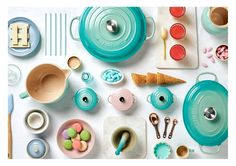 Explore Le Creuset Cool Mint, the brand new colour from the cookware brand. Inspired by the new colour, DECO finds ways to introduce it into your interior. Le Creuset Casserole Dish, Casserole Dishes, Le Creuset Cookware, Kitchen Time, Miniature Kitchen, Mini Things, Clay Miniatures, Miniture Things, Barbie