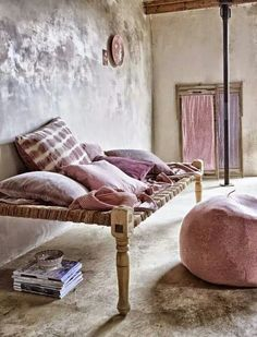 Daybeds... Via shabbyℯchic.ℓife