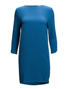 DAY - Rothko Concealed back zip closure Textured fabric length sleeves Boat neckline Cuff details Chic Feminine Feminine, modern and elegant Scandinavian Simple and innovative Dress Blue Blue Dresses, Scandinavian, High Neck Dress, Feminine, Neckline, Boat, Closure, Zip, Elegant