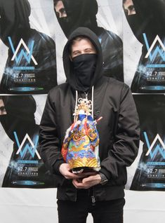 Happy idol 💙🖤 love him so much 😍💙🖤👑! Alan Walker, Walker Art, Marshmello Wallpapers, Nothing But The Beat, Walker Join, Smile With Your Eyes, Taipei, My King, Electronic Music