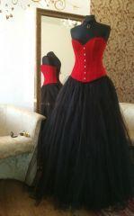 plesové šaty s černou sukní a červeným korzetem - plesové šaty, svatební šaty, společenský salón