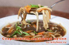 Лапша грибная  Это невероятно ароматный и вкусный суп, который очень легко готовится из минимального набора продуктов.Основа супа – насыщенный бульон из сухих грибов и лапша, приготовленная своими руками.
