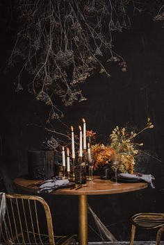 Stefanie Makol of Witty Bash shows how to host a Halloween cocktail party with eerily elegant décor, a grazing board, and drinks. Halloween Cocktails, Halloween Dinner, Spooky Halloween, Halloween Decorations, Halloween Ideas, Halloween Movies, Happy Halloween, Halloween Floral Arrangements, Martha Stewart Halloween