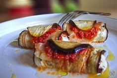 #PALEO #AUBERGINE #INVOLTINI: Braciole di manzo zijn traditionele Italiaanse vleesrolletjes die je smaakpapillen doen dansen. Deze bundeltjes kunnen ook vegetarisch gemaakt worden door het vlees te vervangen door plakjes groenten. Je kan gewoon eentje serveren als aperitiefhapje of enkelen als voorgerechtje en je kan alles de dag ervoor al voorbereiden. Lekkere paleo involtini van aubergines bereiden, is veel smaak creëren met weinig werk en ze zijn ook nog eens ongelooflijk…