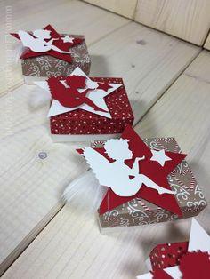 Für eine liebe Kundin durfte ich diese süßen kleinen Verpackungen werkeln. Dazu noch mit meinem Lieblingsengel. Und weil mir die Arbeit soviel Spaß gemacht hat, möchte ich Euch das Ergebnis natürlich auch nicht vorenthalten. Sind die nicht herzallerliebst geworden? Ein wunderbares kleines Mitbringsel für die Weihnachtszeit. Geschenke die von Herzen kommen müssen nicht groß sein!...