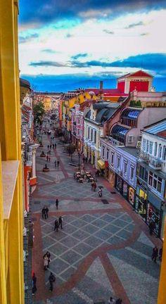 Vista aérea de la ciudad de Plovdiv, conocida por ser la ciudad más longeva de Europa, ubicada en Bulgaria.