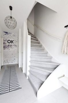 Cloudy Cement: Treppenbelag im Beton-Look Cottage Stairs, Painted Stairs, Stair Storage, Moving House, Indoor Outdoor Living, Staircase Design, Victorian Homes, Stairways, Interior Design Living Room