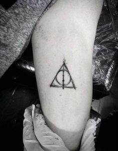 Elder Wand Tattoo Deathly Hallows - My list of best tattoo models Mini Tattoos, Cute Tattoos, Body Art Tattoos, Small Tattoos, Sleeve Tattoos, Tatoos, Tattoo Tod, Hp Tattoo, Tattoo Quotes