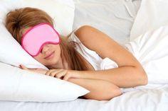 dormir com venda nos olhos