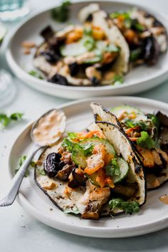 Korean Eggplant and Mushroom Tacos with Kimchi Cream - Korean Food Ideen Eggplant Mushroom Recipe, Eggplant Recipes, Mushroom Recipes, Veggie Recipes, Indian Food Recipes, Asian Recipes, Vegetarian Recipes, Cooking Recipes, Healthy Recipes