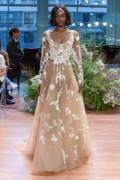 23 Monique Lhuillier Fall 2017 Wedding Dresses - See the Monique Lhuillier Fall 2017 Bridal Collection Pretty Wedding Dresses, Lace Wedding Dress, Wedding Dress Trends, Colored Wedding Dresses, Bridal Dresses, Monique Lhuillier, Most Beautiful Dresses, Designer Wedding Gowns, Bridal Fashion Week