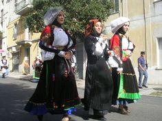 ecco un altro costume della vedova di atzara...come quello presente nella mostr adi Roma
