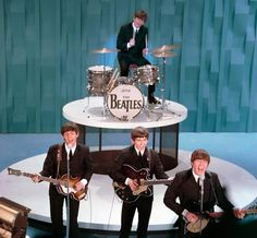 BEATLES  AT ED SULLIVAN SHOW  THE FIRST TIME