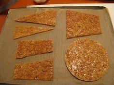 Pour environ 1 kg 250 de nougatine. Utilisée pour : socle de pièce montée, décor. Ingrédients : 450 g de sucre semoule 450 g de glu...