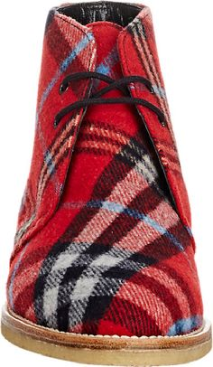 Tartan Desert Boots / Could it get any better? Tartan Fashion, Mens Fashion, Manolo Blahnik, Style Anglais, Desert Boots, Look At You, Tartan Plaid, Houndstooth, Me Too Shoes