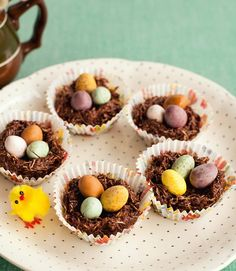 These gorgeous little Easter nests from Great British Bake Off contestant Miranda Gore Browne are a delicious chocolatey treat to make with kids. With melted Mars bars, Shredded Wheat and an abundance of Mini Eggs, they're sure to go down a treat! Mini Egg Recipes, Easter Recipes, Baking Recipes, Holiday Recipes, Easter Baking Ideas, Easter Food, Chocolate Nests, Melting Chocolate, Great British Bake Off