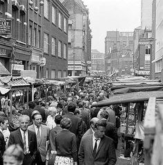 Crowds of shoppers wandering through Leather Lane Market in Camden, close to the junction with St Cross Street Vintage London, Old London, Victorian London, English Architecture, Hatton Garden, Swinging London, London History, Camden Town, Old World Maps
