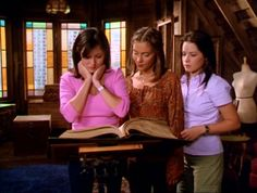 Image detail for -Prue, Piper and Phoebe - Charmed Photo - Fanpop fanclubs Phoebe Charmed, Charmed Tv Show, Charmed Sisters, Charmed Season 1, Charmed Book Of Shadows, Shannen Doherty, Holly Marie Combs, Alyssa Milano, Gilmore Girls