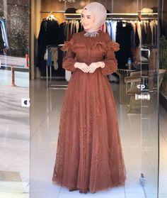 Abaya Fashion, Muslim Fashion, Fashion Dresses, Casual Hijab Outfit, Hijab Dress, Classy Gowns, Designer Dresses, Nice Dresses, Evening Dresses